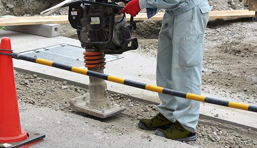 歩行者の安全も配慮した施工